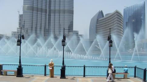 The Dubai Fountain - nappal